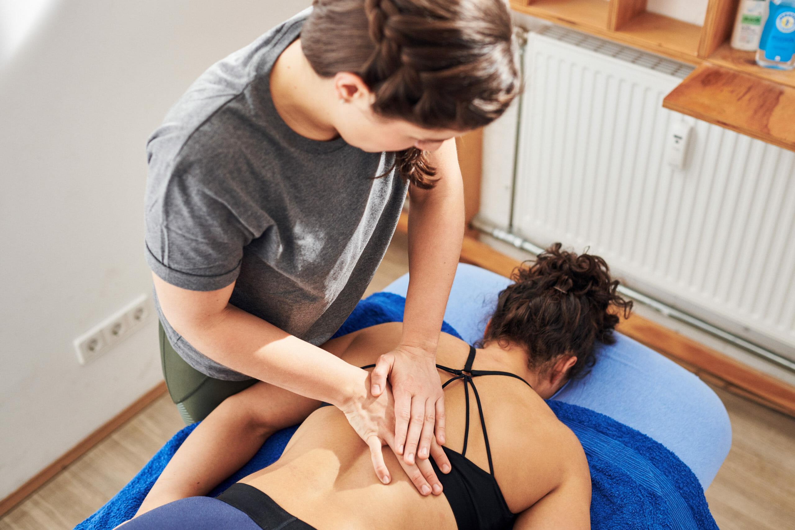 Rückenschmerzen - die besten Übungen gegen Schmerzen im unteren Rücken